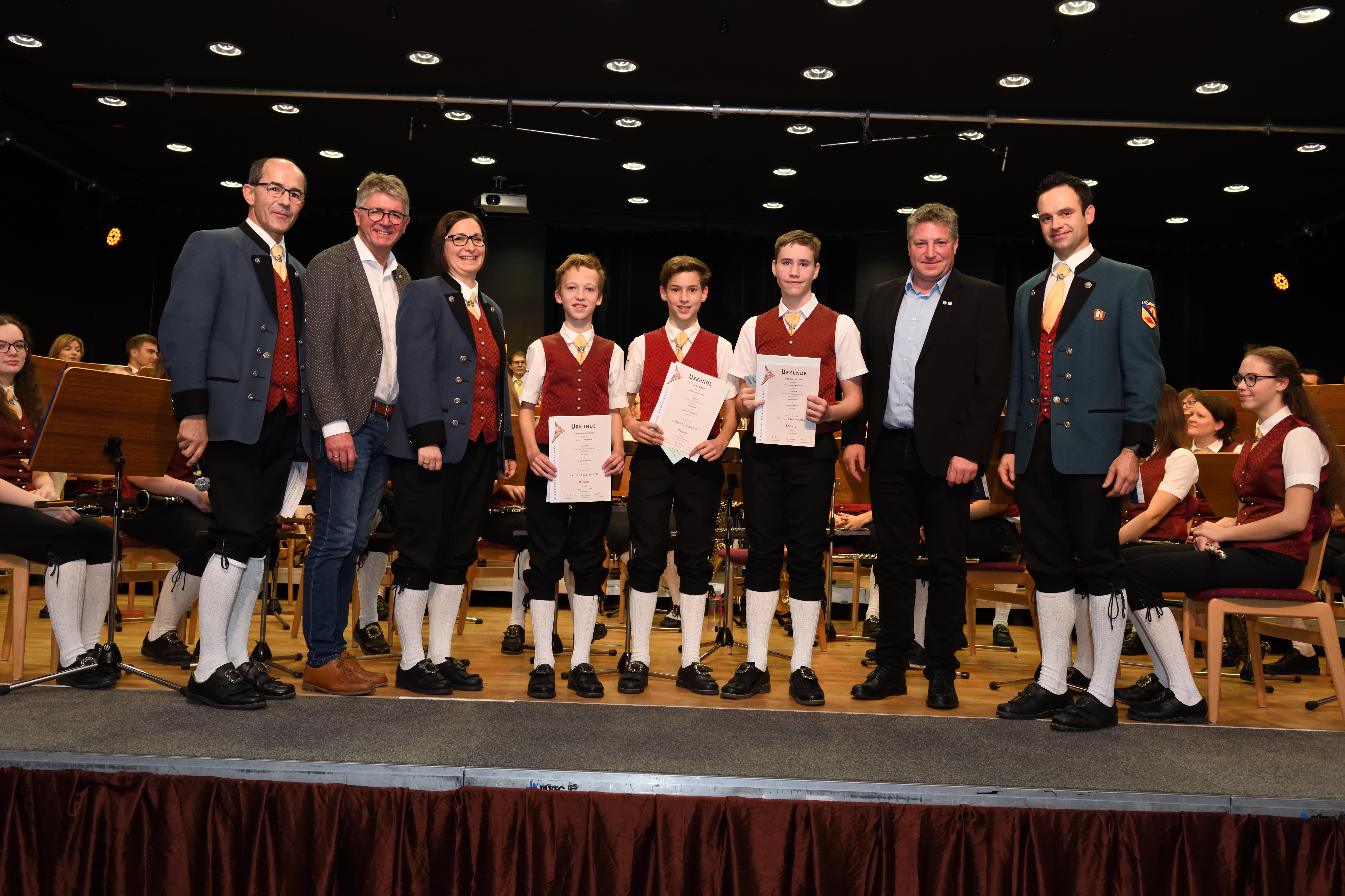 v.l.n.r.: Karl Buchinger, Karl Huber, Julia Moser, Tobias Hochetlinger, Samuel Gramer, Dominik Hörtner, Harald Weidinger, Johannes Land